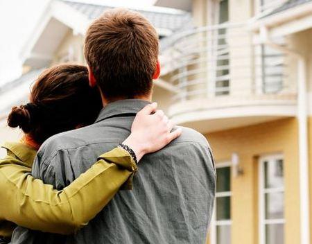 Счастливая пара получатели кредита на жильё